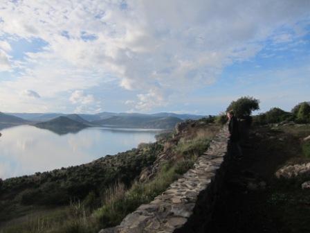 Depuis le plateau vue sur le Salagou