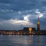 La flèche de Saint Michel transperce les nuages
